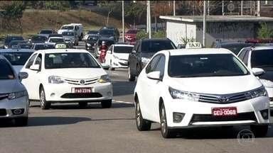 Unificação das tarifas de táxi em SP é rejeitada por parte dos motoristas - Todas as categorias de táxi da cidade agora têm que cobrar a mesma tarifa. O preço único foi estipulado pela Prefeitura e está valendo há uma semana.