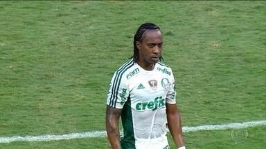 Arouca, do Palmeiras, e Jacsson, do Internacional, são pegos no exame antidoping - Jacsson fez uso de corticoide; substância envolvida no caso de Arouca ainda não foi divulgada.