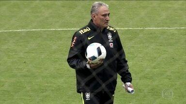 Tite faz mistério sobre Seleção para partida contra o Equador - Técnico faz treino com portas fechadas e não revela tática.