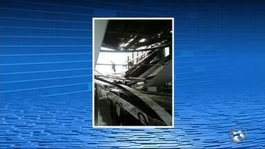 Parte do teto de escola cai e aulas são suspensas em Caruaru - Aulas foram suspensas nesta quarta-feira (31).