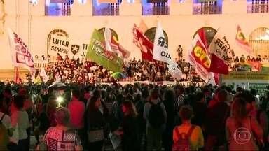 Manifestantes fazem ato pedindo a saída de Michel Temer da presidência - Manifestantes fazem ato no Centro do Rio pedindo a saída de Michel Temer da presidência da República.