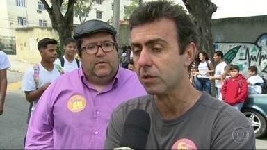 Marcelo Freixo(PSOL) faz campanha em Del Castilho - Marcelo Freixo(PSOL) faz campanha em Del Castilho.