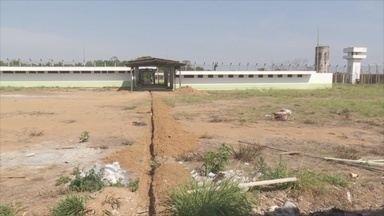 Obras do complexo penitenciário de Ariquemes, RO, são retomadas - Apenas dois funcionários estão trabalhando no local.