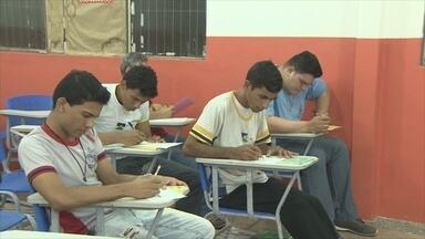 Ensino modular ajuda jovens a terminarem ensino médio de forma rápida, em RO - Estudantes precisam apenas agendar prova.
