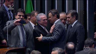 Michel Temer assume como presidente efetivo após decisão do impeachment - Michel Temer assume como presidente efetivo após impeachment de Dilma. Ele já embarcou para a China para se encontrar com governantes do G20.