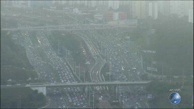 Veja imagens do trânsito na Avenida Paralela - Confira no Radar do JM.