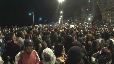Manifestantes fazem novo protesto contra Temer em Florianópolis - Manifestantes fazem novo protesto contra Temer em Florianópolis
