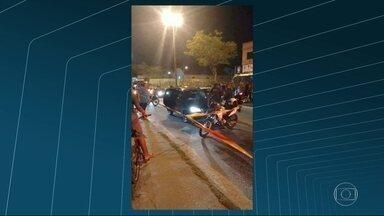 Homem é morto a tiros em Campo Grande - Bombeiros foram acionados e socorreram outro homem, que também estava dentro do carro. Bruno Raphael Guimarães foi encaminhado ao hospital. Até agora ninguém foi preso.