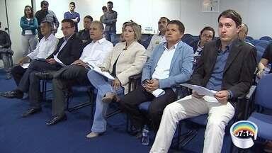 Rede Vanguarda promove encontro entre concorrentes à prefeitura de Jacareí - Candidatos estiveram na emissora para conhecer as regras do debate.