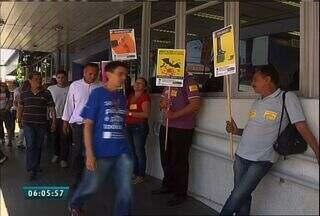 Bancários no Ceará entram em greve por tempo indeterminado - Categoria rejeitou a proposta da Fenaban de reajuste salarial de 6,5%.