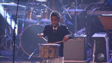 TCA fica lotado em apresentação da Orquestra Popular da Bahia - Luiz Caldas fez uma participação especial na noite de festa.