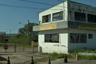 Antigo prédio da Polícia Rodoviária segue desativado, em Jundiapeba - Sem nenhuma reforma, local virou motivo de preocupação.