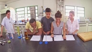 Hoje é dia de cachaça: curso de tecnólogo em cachaça - Alexandre Henderson acompanha um dia de aula num curso superior que forma especialistas em cachaça.