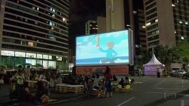 Zona Sul do Recife recebe cinema ao ar livre - Programação acontece no estacionamento do Shopping Recife