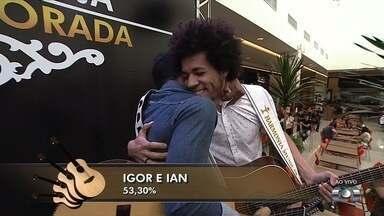 Dupla Igor e Ian é a primeira finalista do concurso sertanejo Novos Talentos - Eles receberam 460.142 votos via G1, QVT e por totens instalados na capital.