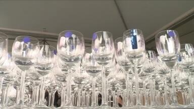 Fábrica de cristais promove bazar de utensílios com valor a partir de R$ 5 em Blumenau - Fábrica de cristais promove bazar de utensílios com valor a partir de R$ 5 em Blumenau