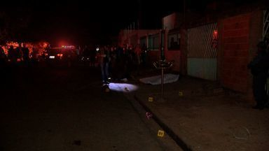 Homem é morto ao chegar à casa da mãe, em Cuiabá - Homem é morto ao chegar à casa da mãe, em Cuiabá