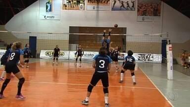 """Goianas se preparam para Campeonato Brasileiro master de vôlei - Todas têm mais de 50 anos e disputam o """"Vôlei das Damas"""", em Florianópolis."""