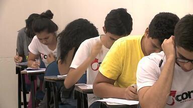 Estudantes treinam para administrar tempo durante a prova do Enem - Faltam menos dois meses para o Exame Nacional do Ensino Médio.