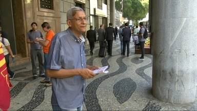 Cyro Garcia (PSTU) faz camapanha no Centro - Cyro Garcia (PSTU) faz camapanha no Centro.