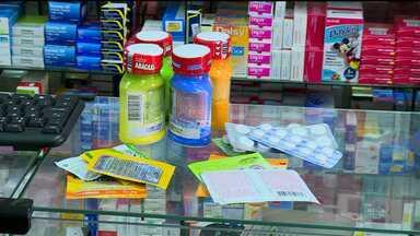 Tomar remédios sem orientação médica pode causar intoxicação - De janeiro a agosto deste ano, foram registrados 588 casos de intoxicação por medicamentos no estado.