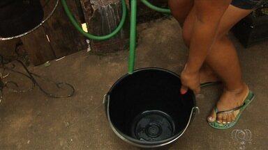 Moradores e comerciantes denunciam que falta água há três dias em Aparecida de Goiânia - A Companhia de Saneamento de Goiás (Saneago) informou que o Córrego Lages está com o nível de água reduzido e prejudicou o abastecimento na cidade.