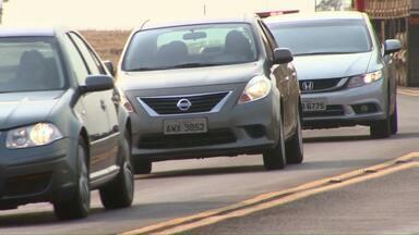 Mesmo com a lei do farol suspensa, motoristas continuam ligando o farol durante o dia - A lei ficou em vigor por quase dois meses.