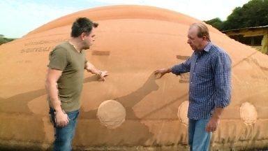 Expedição Campo: biodigestores - Produtores Rurais usam fezes de porco para produzir energia elétrica.
