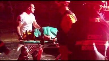 Na BR-020, colisão entre dois carros deixa cinco feridos - Os dois carros bateram de frente, por volta das 23h de segunda-feira (19). Entre os feridos, estão duas crianças, de 3 e 7 anos. O acidente ocorreu perto da entrada da Empreapa, no sentido Planaltina-Sobradinho.