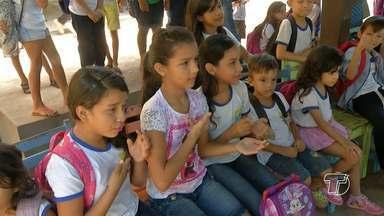 Escola promove inclusão social através de aulas de libras - Crianças são estimuladas a aprender uma nova forma de se comunicar.