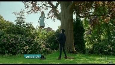 'O lar das crianças peculiares', de Tim Burton, junta 'Harry Potter e 'X-men' - O filme sombrio sobre crianças com 'poderes' mira público infantojuvenil. Com momento 'Scooby Doo', longa tem recuperação parcial do diretor.