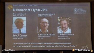 Nobel de Física sai para três britânicos que pesquisaram estados da matéria - Uma teoria que pode levar ao desenvolvimento de novos materiais acaba de ganhar o Prêmio Nobel de Física. Três britânicos foram os vencedores.