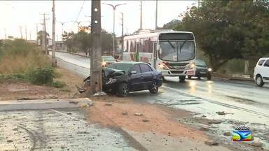 Acidente de trânsito é registrado na madrugada em São Luís, MA - Acidente de trânsito é registrado na madrugada, em São Luís (MA).