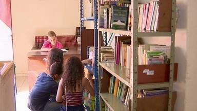 Aluno Nota 11 - O Luiz Fernando é aluno nota 11 de uma escola em Divinópolis. Ele criou uma biblioteca em casa, depois de montar uma banquinha na rua para emprestar os seus livros e receber outros tantos como doação. O amor pelos livros contagiou seus amiguinhos.
