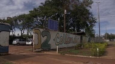 Colégio de Ceilândia sofre com assaltos, furtos e vandalismo - O colégio está sem câmeras de segurança e com o portão quebrado.