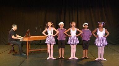 No mês das crianças, Globo Horizonte apresenta cantigas de roda do tempo da vovó - Conheça o trabalho do cravista Antônio Carlos de Magalhães, acompanhado do coro infantil do Projeto Cariúnas.