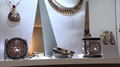 Consultoria ajuda marca de joias de Alagoas entrar no mercado internacional - Empresa já vende para dezenove países. Projeto de internacionalização responde por um quarto do faturamento da marca.