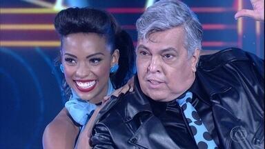 Sidney Magal dança música de Elvis - Cantor levantou a plateia