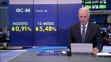 Economia tem retração de 0,91% em agosto, aponta 'prévia' do PIB - A economia brasileira recuou mais uma vez em agosto, segundo o IBC-Br, índice do banco central que funciona como prévia do comportamento do PIB. A queda foi de 0,91% no mês. É o pior resultado desde maio de 2015. No acumulado em 12 meses, o recuo é de 5,48%.