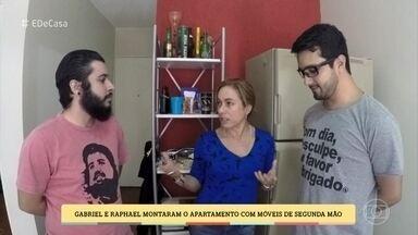 Gabriel e Raphael montaram o apartamento com móveis de segunda mão - Amigos economizaram 11 mil reais com móveis de segunda mão