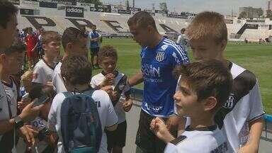 Ponte Preta recebe apoio de torcedores mirins para a partida contra o São Paulo - Crianças das escolinhas da Macaca fizeram uma visita aos treinos da equipe.
