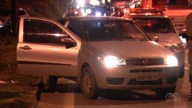 Jovem com carro roubado é morto durante troca de tiros com a PM em Goiânia - Tiroteio ocorreu na BR-153.