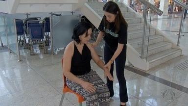 Fisioterapeutas ensinam a evitar dores nas costas, em Campo Grande - Para algumas pessoas, a dor já faz parte da rotina. Especialistas estão em um shopping da capital.