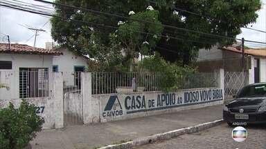 Casa que acolhe idosos lança campanha após ter sede invadida por bandidos - Casa da Vovó Bibia tenta manter as atividades através de doações.