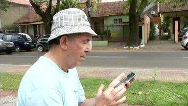 Pesquisa revela que idosos estão cada vez mais conectados à internet - Levantamento da Confederação Nacional das Câmaras de Dirigentes Lojistas, mostrou que mais da metade das pessoas que estão na terceira idade não desgruda do mundo digital.