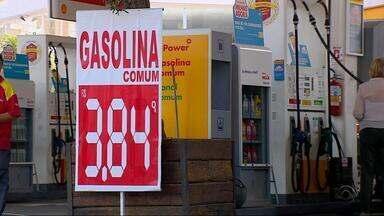 Preço do combustível não apresenta queda mesmo com redução anunciada - A Petrobrás anunciou na semana passada uma redução de preços para as refinarias.