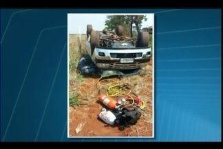 Caminhonete capota na MGC-223 em Araguari - Acidente foi na tarde deste sábado (22). Três ocupantes do veículo não ficaram feridos.