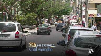Garanhuns registra aumento nas irregularidades de trânsito - Infração mais cometida nas ruas tem sido o estacionamento em local irregular.