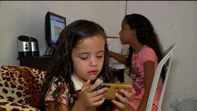 Quase seis milhões de crianças e adolescentes não têm acesso à internet no Brasil - Os números são apontados por uma pesquisa.