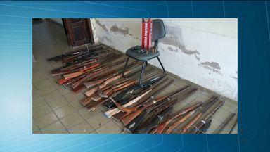 Fábrica clandestina de armas é fechada na cidade de Ingá - Quarenta armas foram apreendidas no local.
